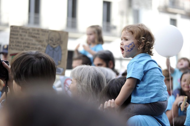 Familias en la CONCENTRACIÓN 6j-2014 enfrente de la consejería de educación de Madrid.